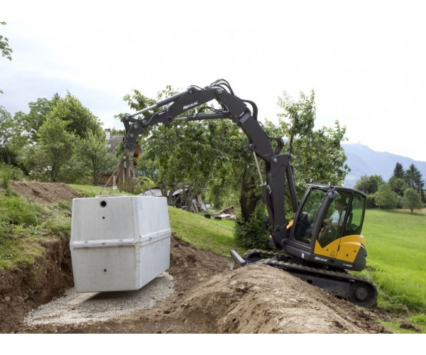 Excavator multifunctional pe senile Mecalac 10 MCR