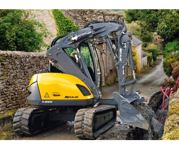 Excavator multifunctional pe senile Mecalac 8 MCR